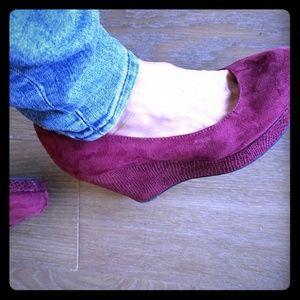 Burgundy wedge closed toe shoes